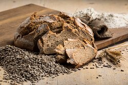 Wir lieben Brot und backen nach alter Rezeptur!