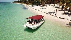 Catamaran motorisé de 12 mètres à louer à la journée 40 feet motorized catamaran for day rental  Catamarán motorizado de 12 metros de renta por día
