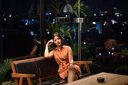 View cantik di malam hari bener2 bisa menemani dinner romantis dr Vanilla Sky Lounge. Favorit pokoknya 🖤