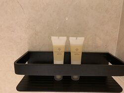 Deluxe Harbourview Suite 豪華海景套房 - Bathroom 浴室