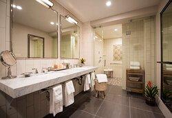 LaVSkySuite Bathroom