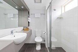 Queen Executive Bathroom