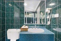 Classic Queen Bathroom