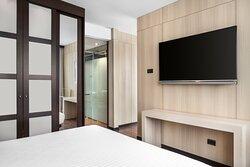 One-Bedroom King Suite - Bedroom Amenities