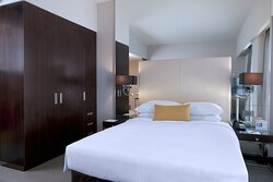 Centro Room Queen Bed