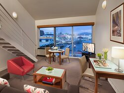Somerset On The Pier Premier Apartment With Balcony