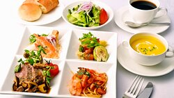 """Lunch Menu?""""Chef's Table Lunch"""" from starter to main course"""