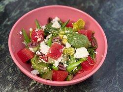 Frisse salades met bijvoorbeeld feta en watermeloen!