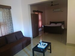 Lavish suite with sofaset,sofacumbed,TV, wooden window with panoramic view, wooden Bed , large bathroom,AC, suitable for four people. Deluxe room having sofaset, wooden Bed,TV,AC, large bathroom having sea view. Ample car parking, 100 meter from saldure harnai road, 500 meter from Murud Beach