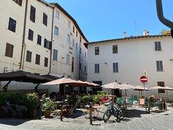Leuke trattoria op rustige plek aan overkant van de Arno.