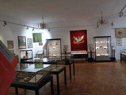 Bardzo ciekawa i wartościowa jest kolekcja orłów polskich w różnych formach .