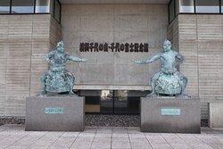 入り口にある2人の大横綱の像