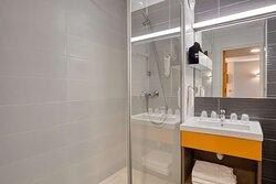 Twin Guest Room - Bathroom - Hotel Hotelio
