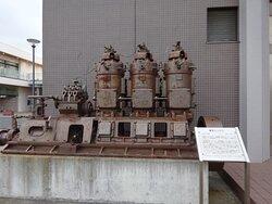 貨物船に搭載された焼玉エンジンが展示されてました。