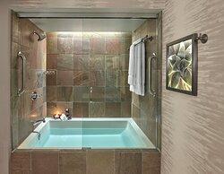 LOEWS VRT Bathroom C