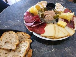 Une de nos assiettes de tapas du moment, produit frais, locaux et de qualité !