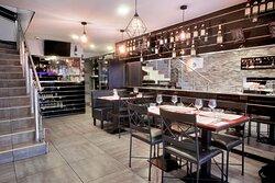 Salle restaurant du bas et bar
