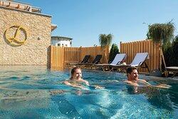 Nacktschwimmbecken im Sauna-Panoramahof