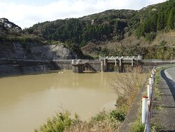 千葉県南房総市にある重力式コンクリートダム