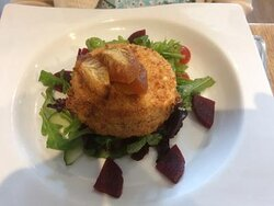 Breaded goat's cheese with beetroot