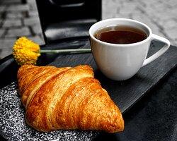 Croissant con café de tu gusto!