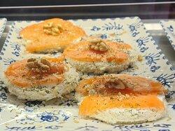 Smoked salmon and walnut pincho