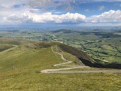 Distinctive and dramatic ridge and peak