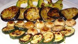 Esta es la selección de verduras a la plancha, favoritas de mi mujer, sin olvidar las alcachofas para variar.