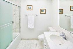 Aston at The Whaler on Kaanapali Beach - 1 Bedroom 2 Bathroom Ocean View Bath