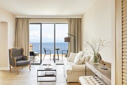 Grand Terrace Deluxe Suite Whirlpool Living Area