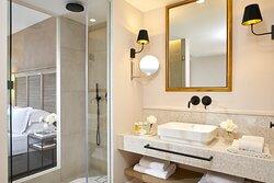 Junior Suite Private Pool Bathroom