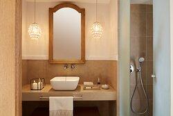 Grand Terrace Junior Suite Whirlpool Shower