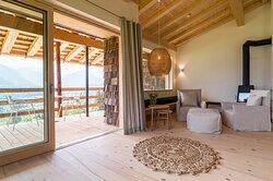 Wohnzimmer mit Schwedenofen Ferienwohnung Halali