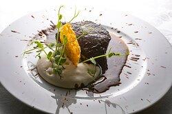 Il Filetto della Gina marinato, spuma al parmigiano e crema all'aglio nero