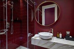 Luxury Two Bedroom Apartment Family Bathroom
