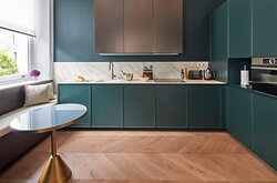 Deluxe One Bedroom Apartment kitchen
