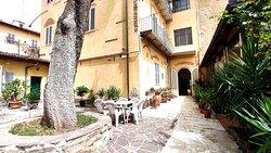 Vista ingresso giardino Hotel Rita Major Firenze