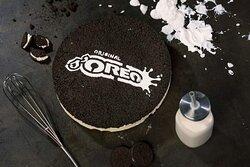 La nostra Oreo 🍪🍪🍪🍫🍫🍫  Doppio biscotto Oreo farcito con crema di latte ed inserto di cioccolato 🍫🍫  Trovate tutte le nostre torte in freezer,  pronte tutti i giorni. 🍰🥧🎂