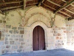 L'église Saint-Sulpice à Challignac est un édifice roman dont les modifications témoignent des évènements qu'elle a traversé au cours des siècles. Son bel état actuel témoignent de l'attachement des collectivités et des paroissiens et/ou citoyens à ce patrimoine millénaire. Merci à tous d'offrir aux visiteurs ce lieu ouvert et accueillant.