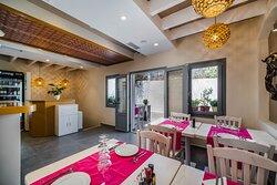 4 seasons restaurant santorini