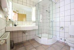 Bathroom Suite | Arthotel ANA Goggl