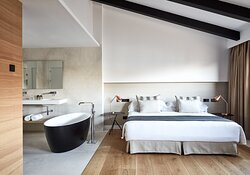 Suite Bed And Bath