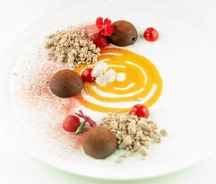 Chocolate truffle (strawberry mouse)