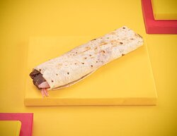 ساندوتش شاورما لحم صغير Small Sandwich Shawarma Beef ساندويتش شاورما لحم مع الطحينة والبطاطس بالاضافة الى سلطة البصل  Small Sandwich Shawarma Beef with Tahina and French Fries and Onion Salad