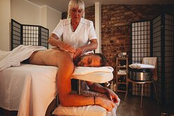 Relaxing Aroma Massage