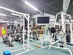 食得飽飽,還可以去健身室動起來,最少都做番30分鐘運動先。