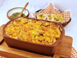Nada pequeña la porción! Así luce un plato servido en MAC' EN CHEESE! Siempre acompañado de pan tostado con mantequilla de ajo, orégano y picante para servirse al gusto.