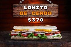 Bife de cerdo de 130 gr con lechuga, tomate, huevo frito y queso cheddar.