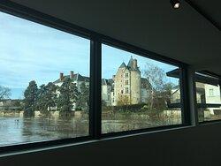 Vue sur le château de Louise de Savoie, actuelle Sous-Préfecture  depuis le musée de Sologne