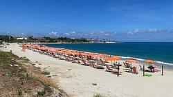 Spiaggia, alloggio vista mare, ristorante, bar.